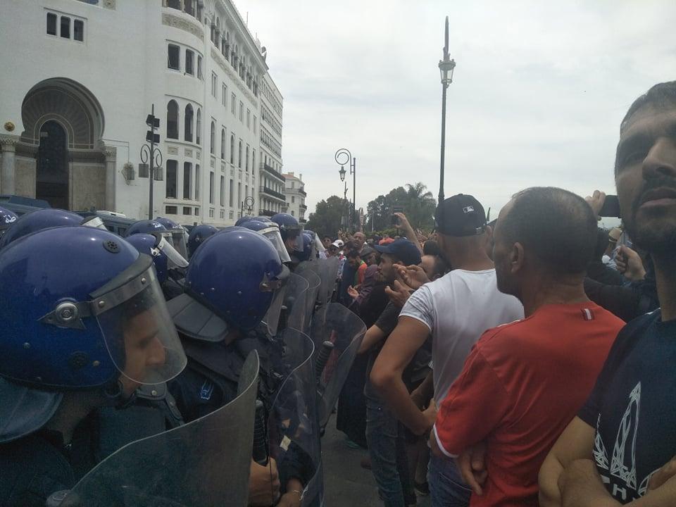 الجزائر العاصمة: الأمن اعتقل مئات المتظاهرين حسب نائب برلماني — TSA عربي