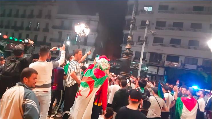فيديو .. المتظاهرون يستأنفون الإحتجاجات  بعد الإفطار  في الجزائر العاصمة — TSA عربي
