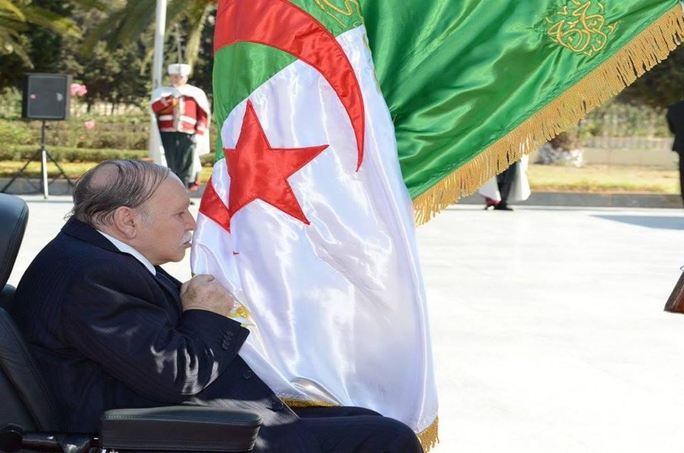 Le président Bouteflika s'est recueilli au Carré des Martyrs