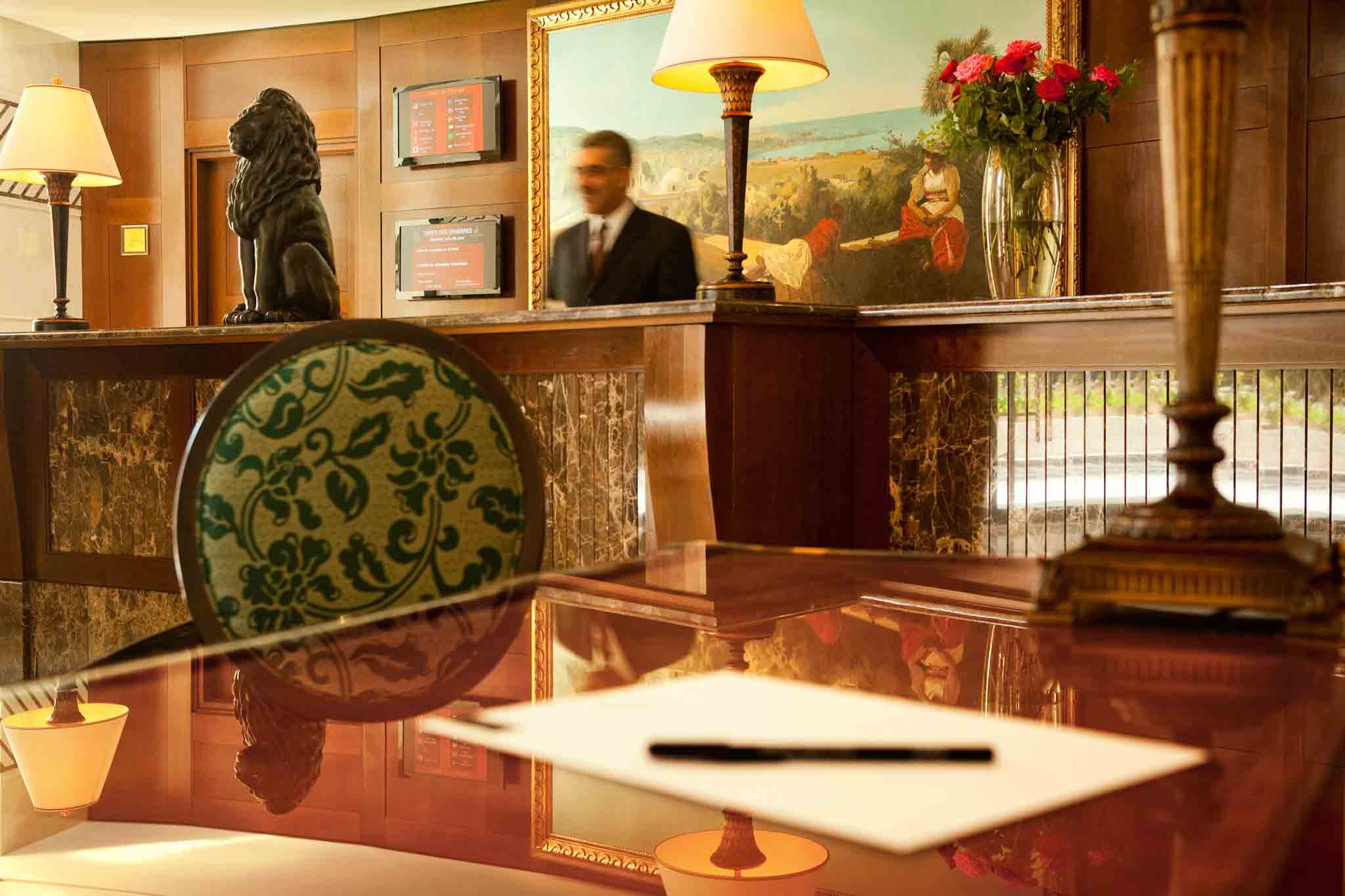 Jacques delfini directeur g n ral de royal hotel oran for Numero de chambre hotel