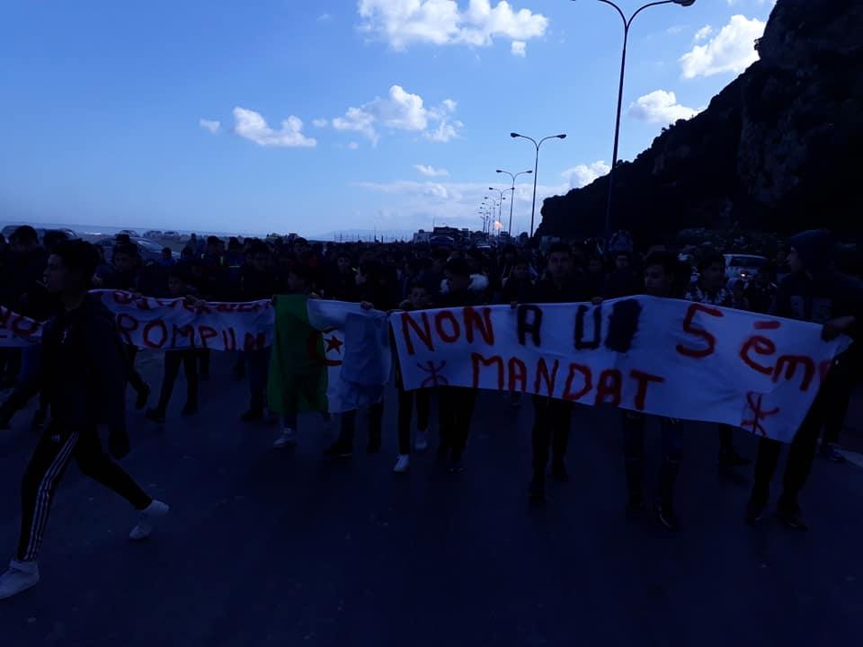 marche des lycéens contre le cinquième mandat à Aokas le lundi 25 février 2019 Aokas-2