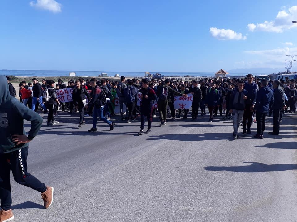 marche des lycéens contre le cinquième mandat à Aokas le lundi 25 février 2019 Aokas1