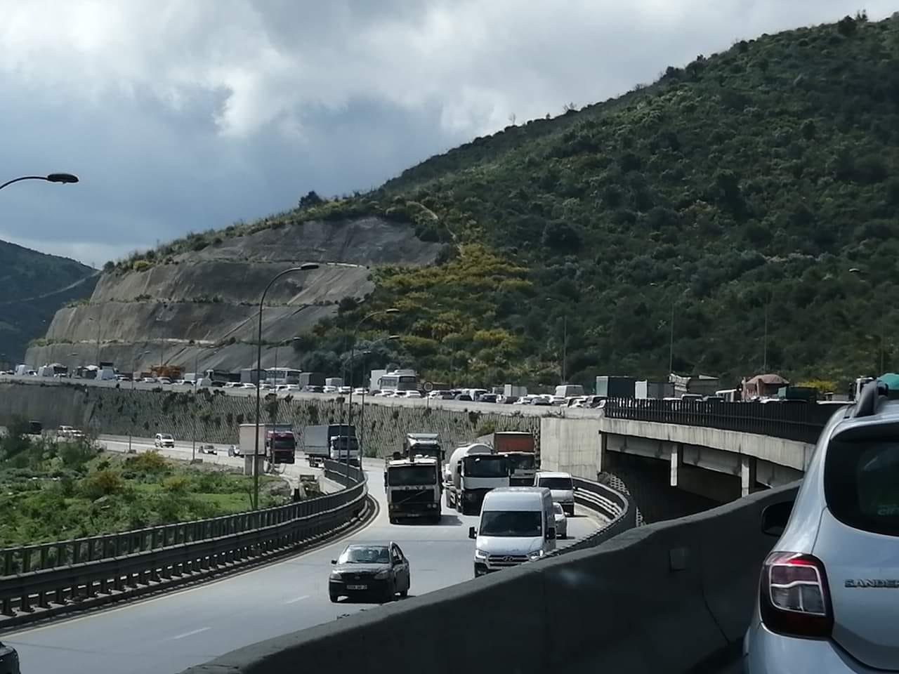 Carte Algerie Autoroute Est Ouest.Le Pouvoir S Abrite Derriere La Constitution Pour Imposer Sa