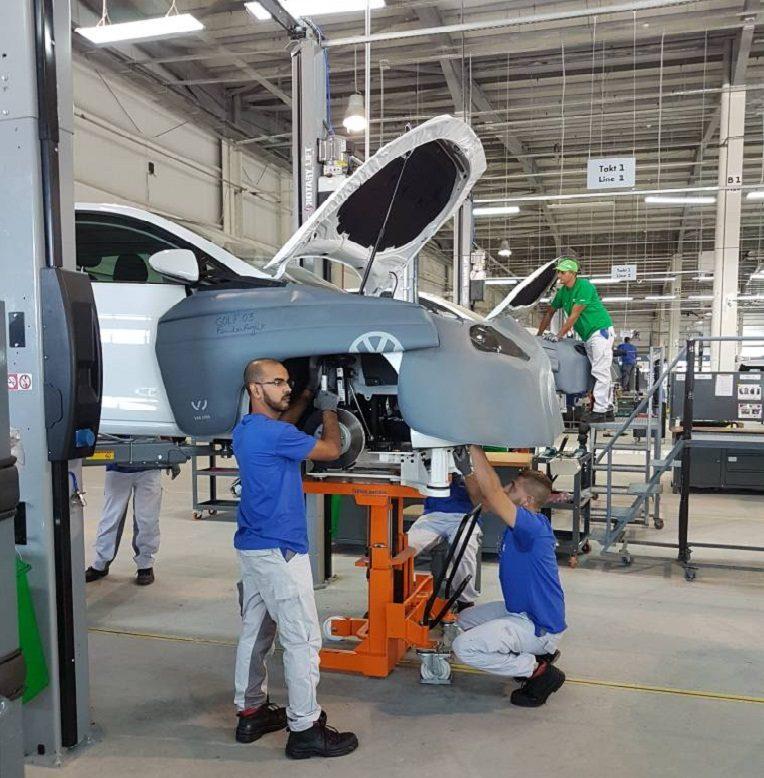 L'usine d'assemblage de véhicules Volkswagen inaugurée — Relizane
