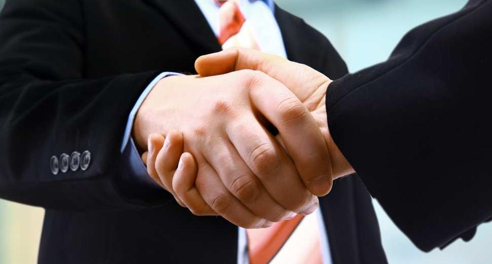 Entreprises publiques/ La charte de la Tripartite signée