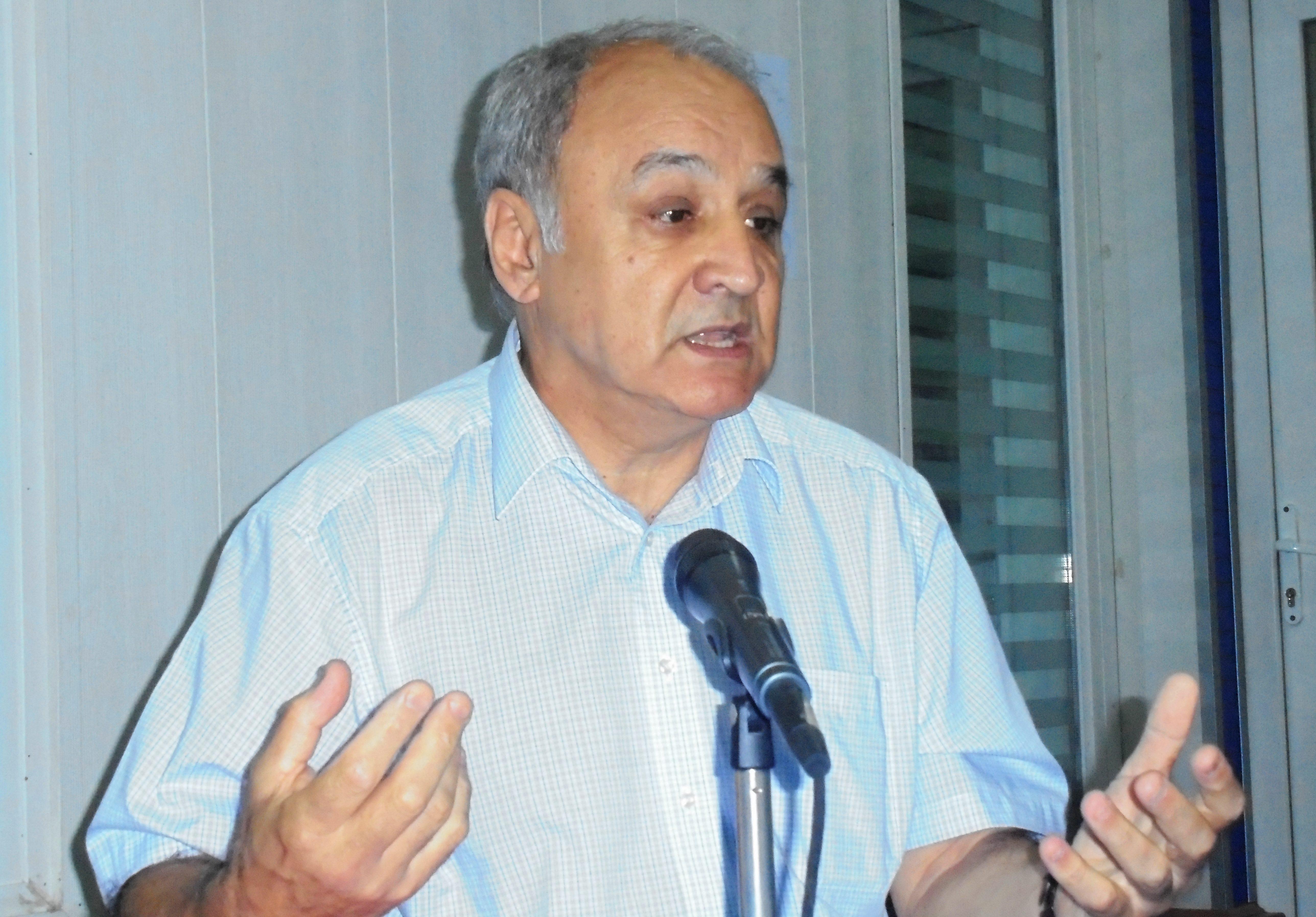 Des médecins internes réclament l'abrogation du service civil et militaire — Algérie