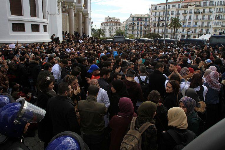 Les médecins résidents bravent l'interdiction de manifester à Alger